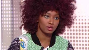 """La chanteuse Inna Modja sur le plateau de l'émission """"28 minutes"""" d'Arte.(capture d'écran/""""28 minutes"""" d'Arte )"""