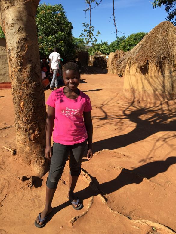 Une jeune fille zimbabwéenne âgée de 15 ans, qui a été soumise à un mariage précoce, photographiée lors d'une séries d'ateliers organisés à Shamva, dans la province de Mashonaland, par des groupes locaux qui cherchent à mettre fin à cette pratique et venir en aide aux victimes. ©2015 Dewa Mavhinga / Human Rights Watch